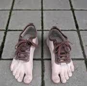 sepatu unik