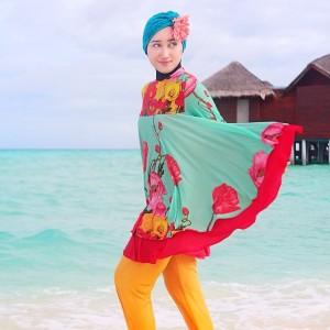 Baju renang muslima ala designer Dian Pelangi