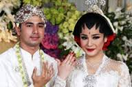 kebaya pengantin rafi ahmad dan nagita slafina ,..