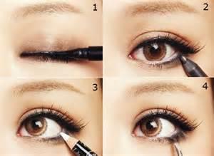 tutorial memakai eye liner